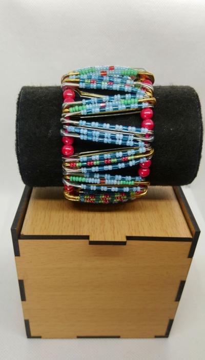 Браслет женский разноцветный (мелкий биссер с бусинами)